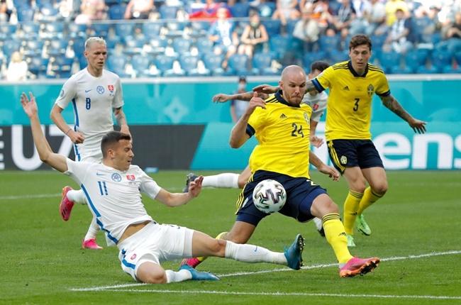 Hỗn loạn phút bù giờ, Thụy Điển hú vía vượt ải Slovakia - Bóng Đá