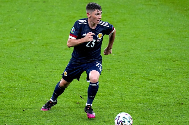 Van Aanholt: Fair play Scotland, them tribal games hit different. Billy Gilmour was basically Ngolo Kante - Bóng Đá