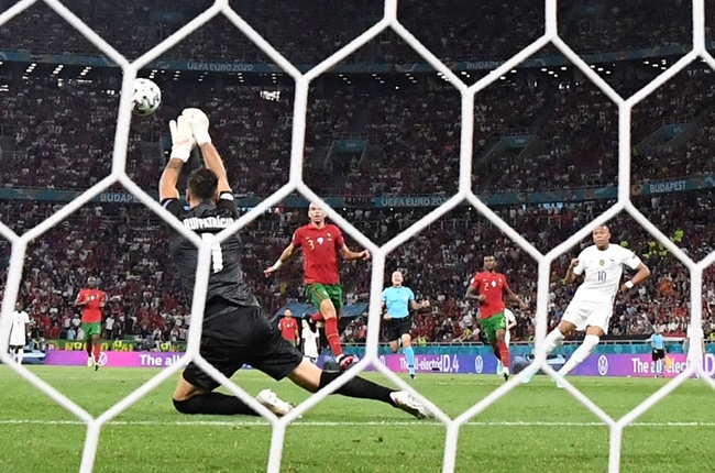 Cãi lời Pepe, Patricio nhận cái kết đắng trước Benzema - Bóng Đá