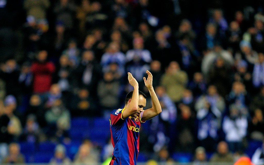 Được tán thưởng giữa lòng Turin, Iniesta xứng danh vua chinh phục trái tim NHM - Bóng Đá