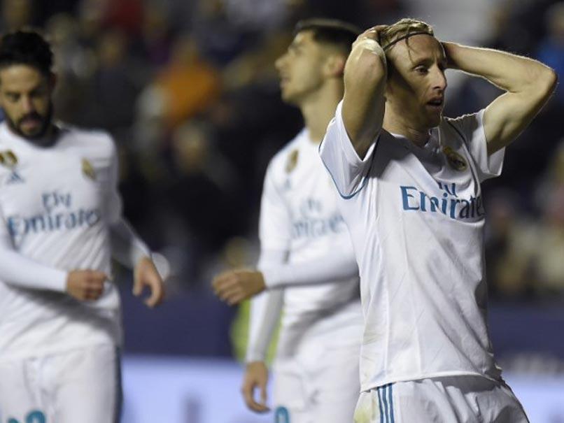 'Truyện kinh dị': Hàng thủ Real Madrid đối mặt Neymar, Mbappe - Bóng Đá