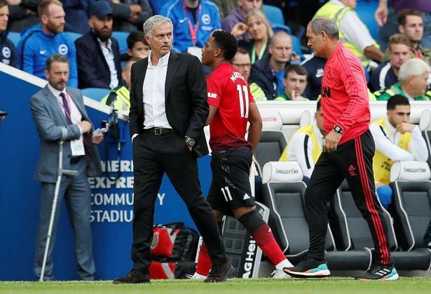 Martial Mourinho không bắt tay - Bóng Đá