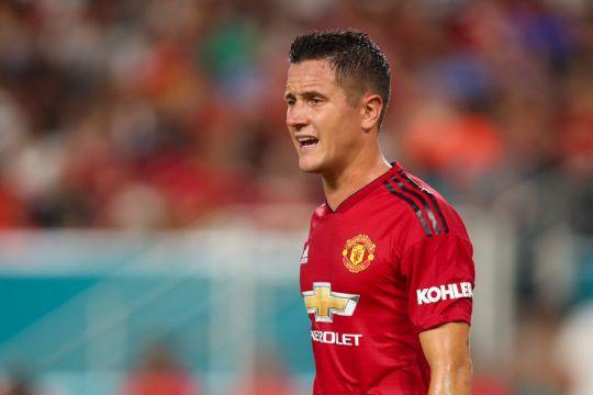 Mourinho muốn giữ Mata Herrera Young Shaw - Bóng Đá