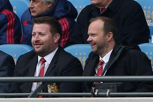 Mourinho được tay to M.U Richard Arnold ủng hộ - Bóng Đá
