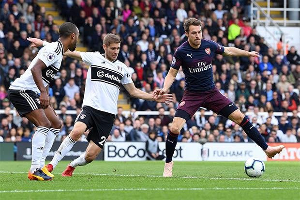 Emery bị ném đá vì bình luận với Ramsey - Bóng Đá