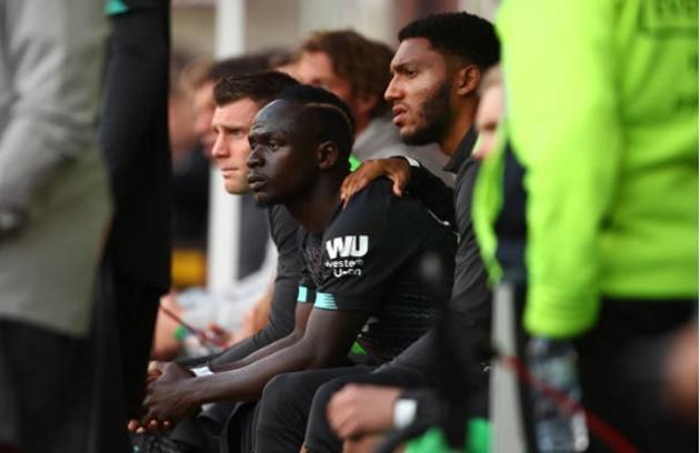 Roberto Firmino's reaction to Sadio Mane and Mohamed Salah after Liverpool beat Burnley - Bóng Đá