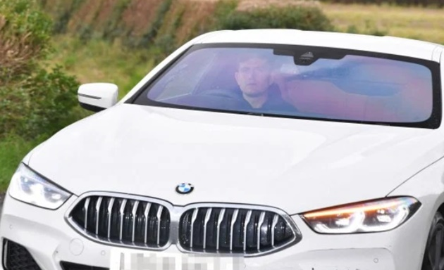 Under-fire Man Utd stars arrive at Carrington ahead of huge Arsenal clash  - Bóng Đá
