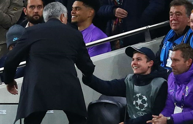 Tottenham ball boy says Jose Mourinho high-five 'made my life' - Bóng Đá