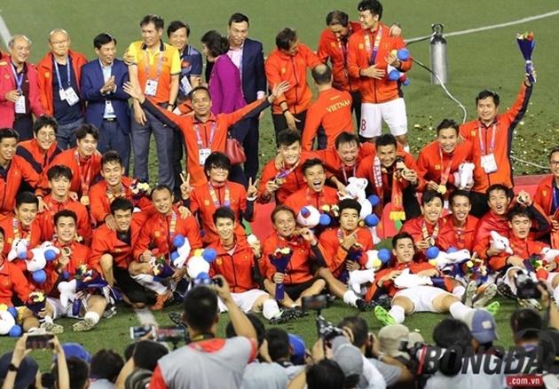 Ảnh điều phối viên người Thái của U23 Việt Nam - Bóng Đá