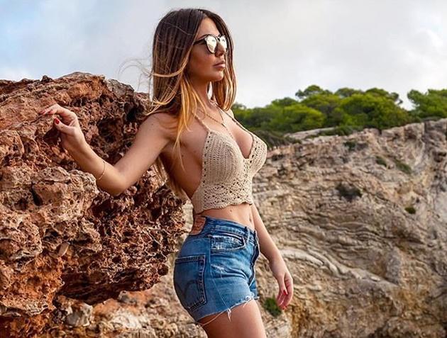 Man Utd star Jesse Lingard is 'texting Playboy model Laura Bragato whose bum brings good luck to football teams' - Bóng Đá