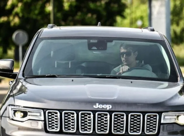 Aaron Ramsey arrives for Juventus training as stars are tested for coronavirus in car park ahead of Serie A return - Bóng Đá