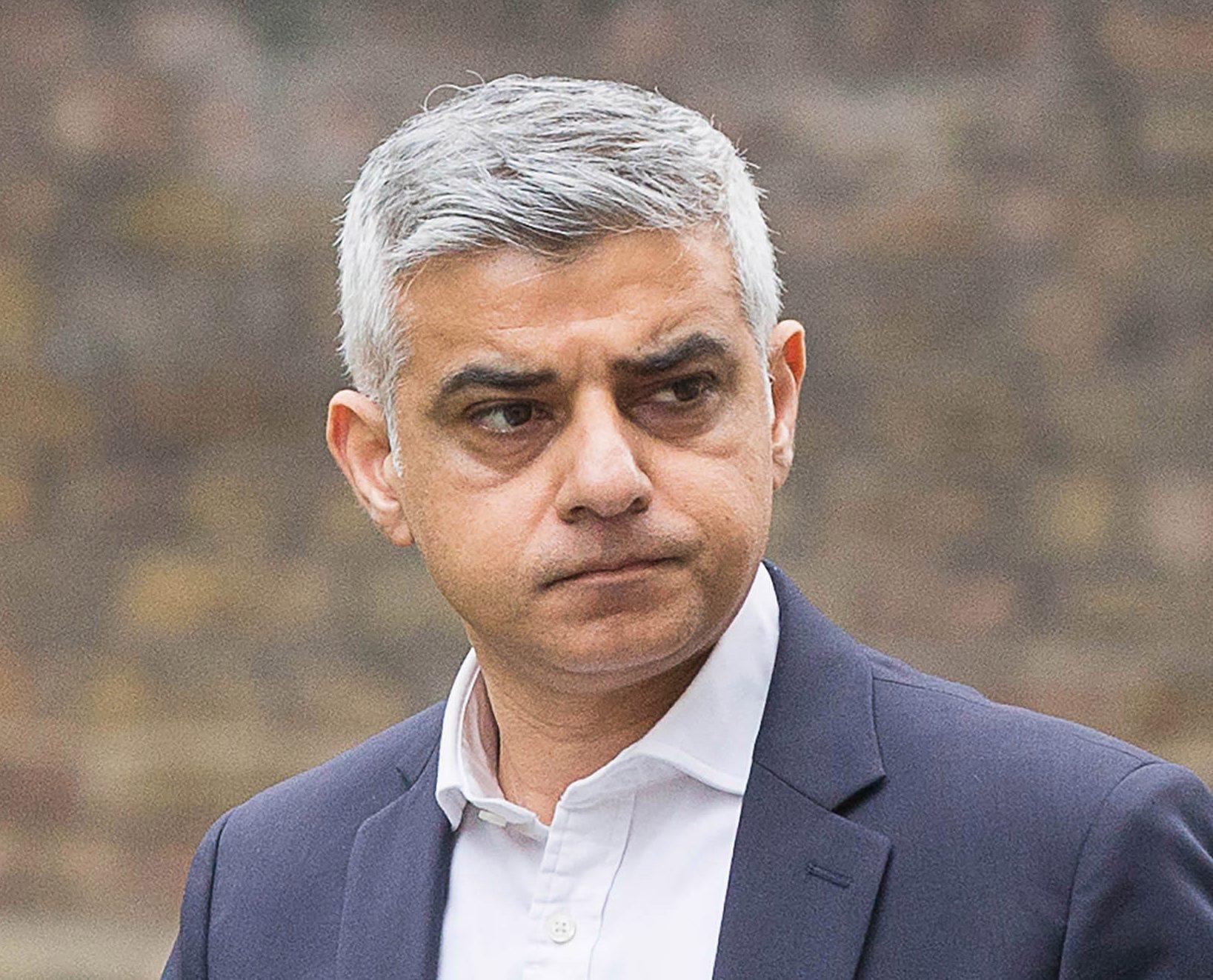 Premier League return could lead to coronavirus spread - London mayor Khan - Bóng Đá