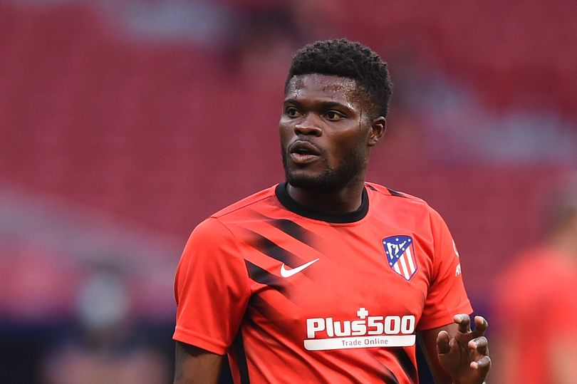 Thomas Partey reacts after Arsenal complete £45m deal to give Mikel Arteta his top target - Bóng Đá