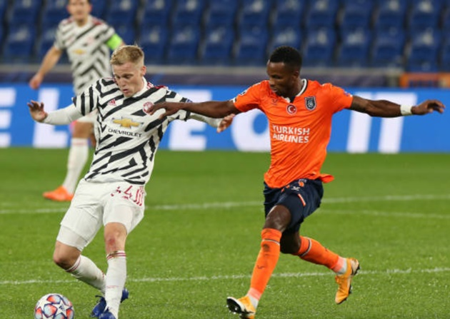 Paul Scholes rates Donny van de Beek performance in Man Utd defeat to Istanbul Basaksehir - Bóng Đá