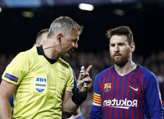 New footage shows referee screaming at Messi to 'show Liverpool respect' in Barcelona Champions League tie - Bóng Đá