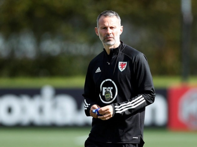 Ryan Giggs's ex-girlfriend spotted with a bruised lip in first outing since Wales manager's assault arrest - Bóng Đá