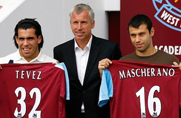 Weirdest transfers in football history, from Bendtner signing for Juventus to Tevez and Mascherano joining West Ham - Bóng Đá
