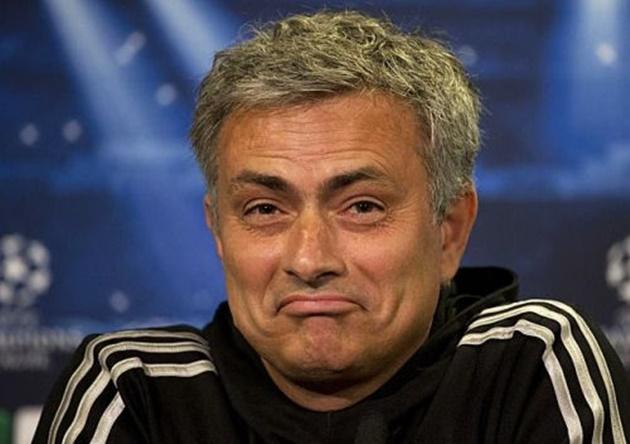 Pep Guardiola hits back at 'Doctor' Jose Mourinho after Spurs boss' jibes over Raheem Sterling's England injury - Bóng Đá