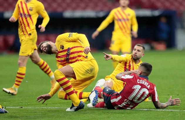 Koeman wants to sign new centre-back as Barcelona delay Pique surgery decision - Bóng Đá