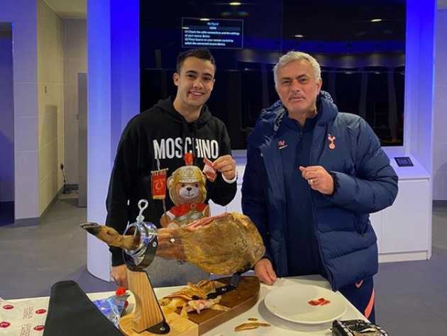 Mourinho buys Reguilon £500 ham after left-back won Man City bet - Bóng Đá