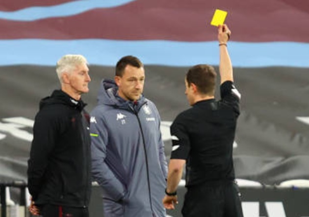 John Terry BOOKED on Aston Villa sideline after row with West Ham staff over Jack Grealish tumble - Bóng Đá