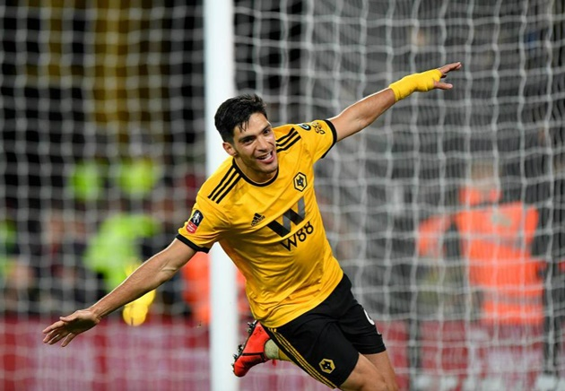 Raul Jimenez sees Wolves team-mates for first time since horror fractured skull as striker visits training ground - Bóng Đá