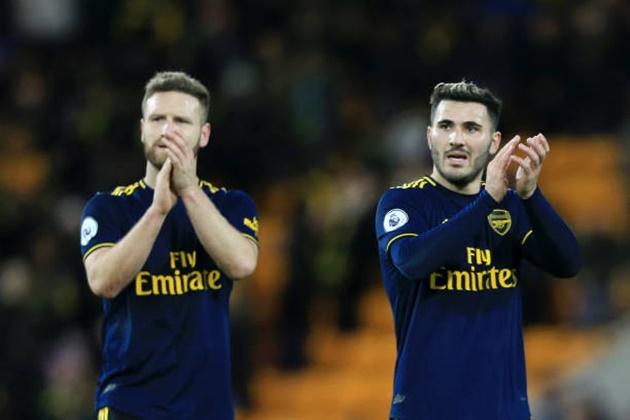 Vẫn còn thuộc biên chế, sao Arsenal rủ rê đồng đội đến CLB khác - Bóng Đá