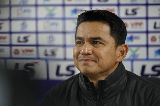 Kiatisak nói gì về việc tiến cử cầu thủ HAGL thay thế Hùng Dũng cho tuyển Việt Nam? - Bóng Đá
