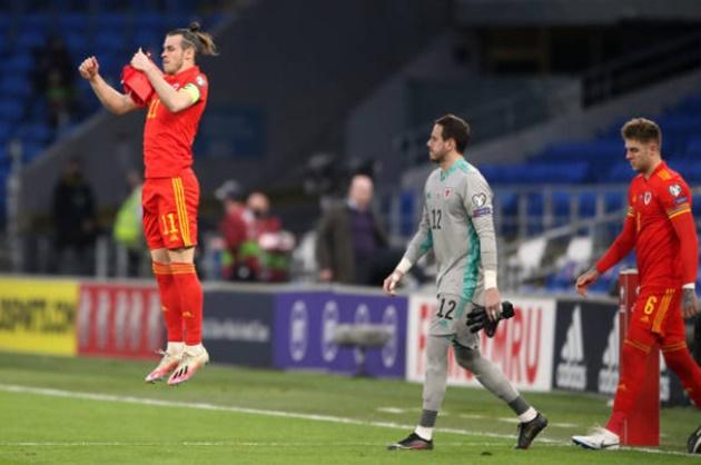 Gareth Bale lands elbow on Ondrej Kudela – the man accused of racially abusing Rangers star Glen Kamara - Bóng Đá