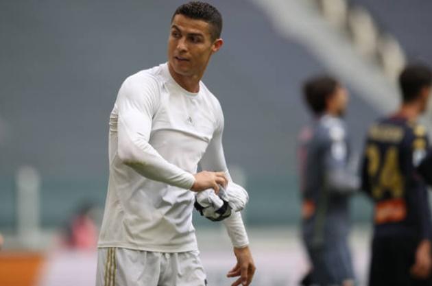 Ronaldo's shirt-throwing reaction in Juventus' win over Genoa explained - Bóng Đá