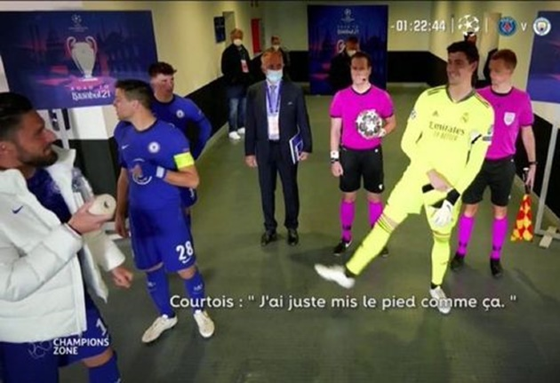 Olivier Giroud and Thibaut Courtois captured discussing Timo Werner's miss in tunnel footage - Bóng Đá