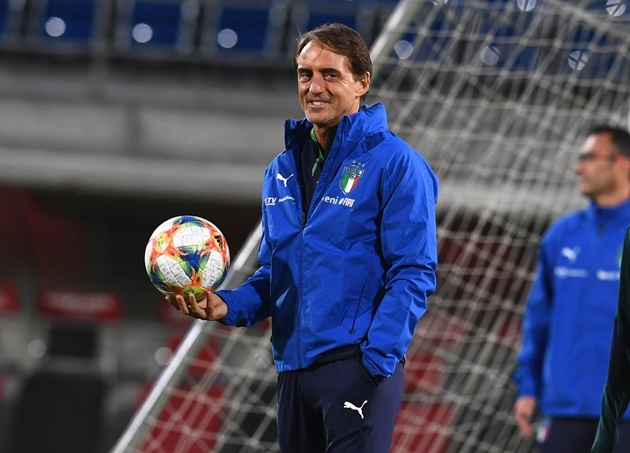 Roberto Mancini has just signed his contract extension  - Bóng Đá