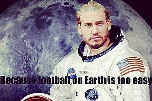 Cười té khói với loạt ảnh chế Bendtner giải nghệ - Bóng Đá