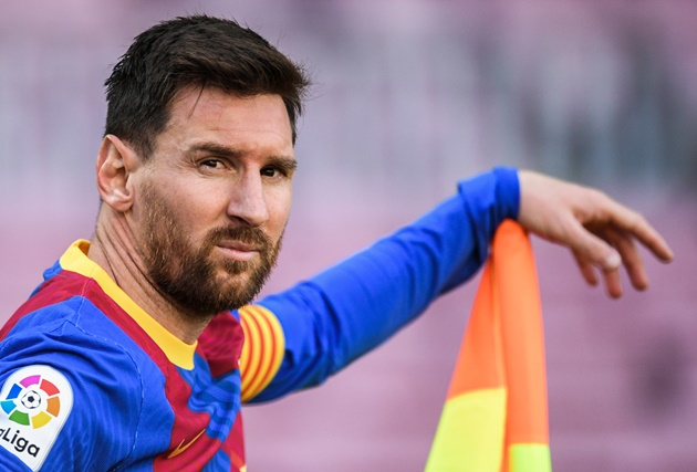Messi wants Barcelona stay but FFP is holding up contract extension, claims president Laporta - Bóng Đá
