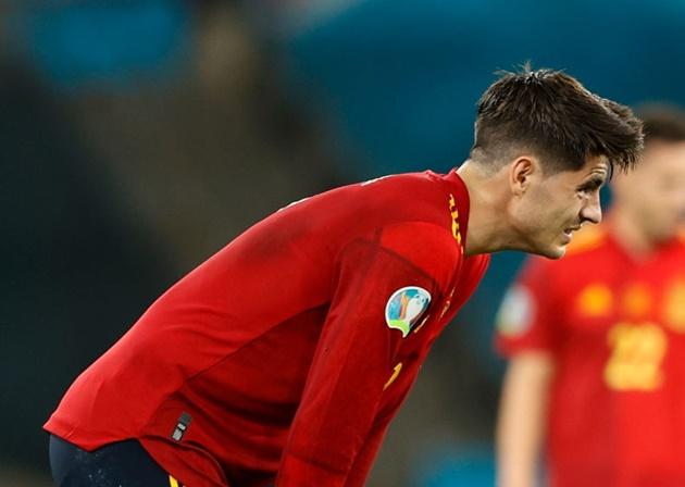 Striker Alvaro Morata claims people 'wait to pile on and criticise' - Bóng Đá