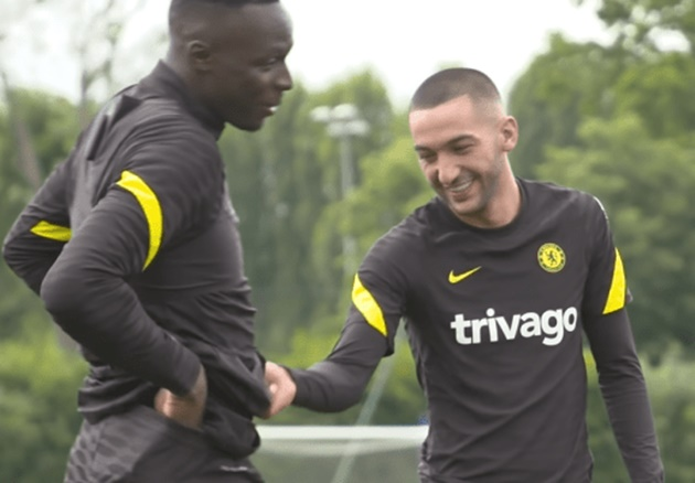 'Too much kebab!' – Hakim Ziyech teases Chelsea teammate Edouard Mendy in pre-season training - Bóng Đá