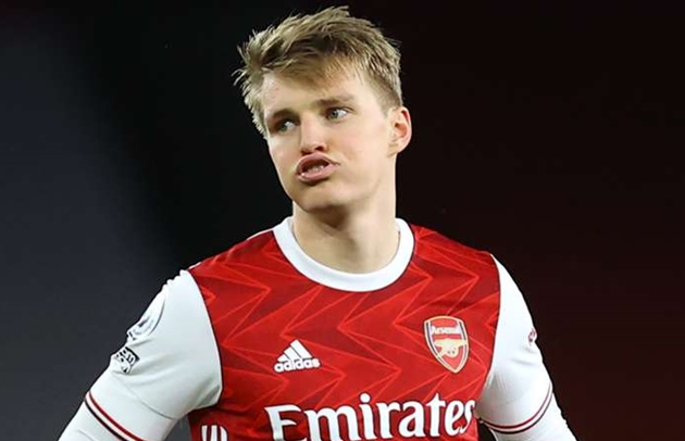 Arsenal told they must play Odegaard 'waiting game' as Winterburn reacts to playmaker pursuit - Bóng Đá
