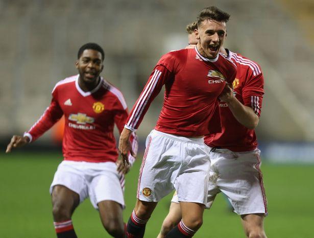 Fellaini và 5 cầu thủ sẵn sàng rời Man United tuần này theo dạng chuyển nhượng tự do - Bóng Đá