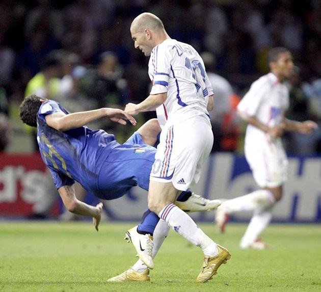 Cú húc đầu của Zidane và 9 khoảnh khắc khó quên tại World Cup - Bóng Đá