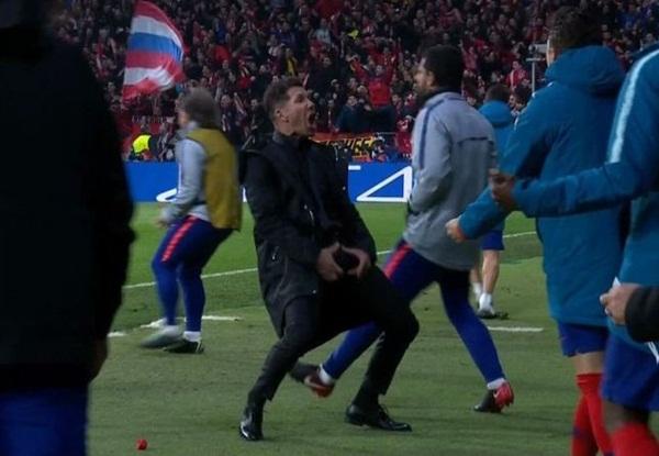 Ăn mừng phản cảm, HLV Simeone có thể nhận án phạt nặng từ UEFA - Bóng Đá