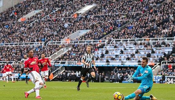 TRỰC TIẾP Newcastle 0-0 Man Utd: Martial bỏ lỡ cơ hội ngàn vàng (H1) - Bóng Đá