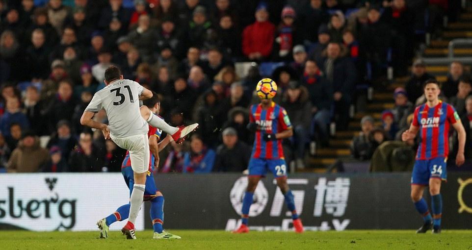 Matic lập siêu phẩm, Man Utd ngược dòng ngoạn mục trước Crystal Palace - Bóng Đá