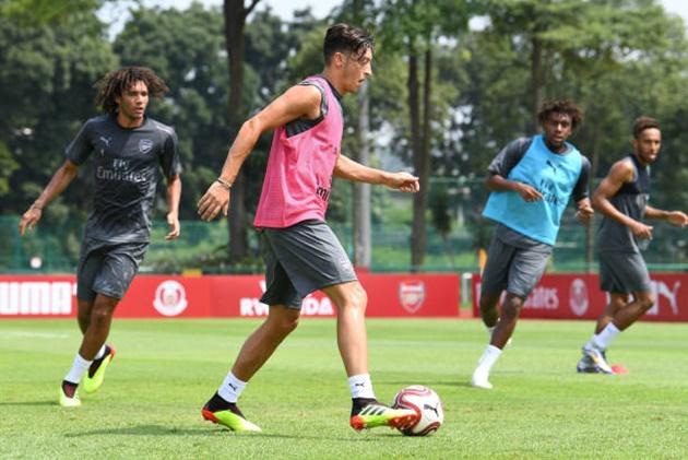 Hậu scandal, Ozil khiến Aubameyang méo mặt vì bị