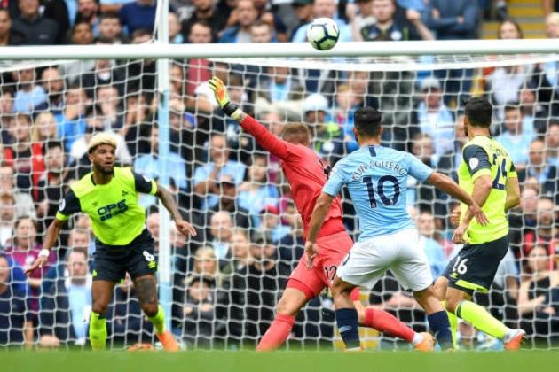 TRỰC TIẾP Man City 1-0 Huddersfield: Aguero làm bàn đẳng cấp (H1) - Bóng Đá