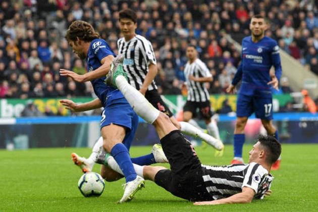 5 điểm nhấn Newcastle 1-2 Chelsea: Alonso bất khả xâm phạm, Sarri gây hấn với FA - Bóng Đá