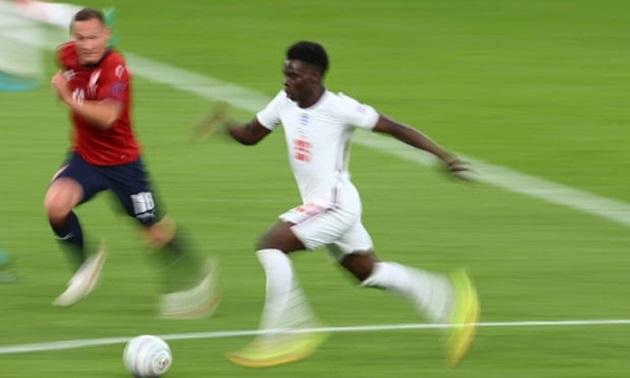 Bukayo Saka không chỉ đem đến chiều rộng cho tuyển Anh - Bóng Đá