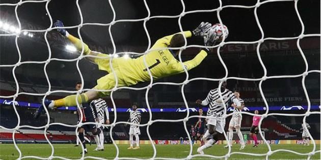 Man United fans thrilled with quality David de Gea display vs PSG - Bóng Đá