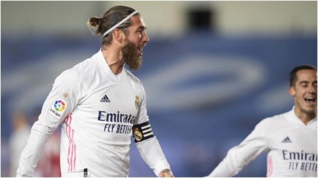 Manchester United should consider a swoop to sign Real Madrid legend Sergio Ramos on a free transfer in the summer, according to Dimitar Berbatov - Bóng Đá