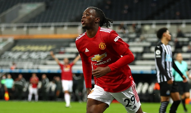 #mufc are looking for a right-back this summer to provide competition for Aaron Wan-Bissaka #mulive [ @FabrizioRomano ,  @podcastherewego ] - Bóng Đá