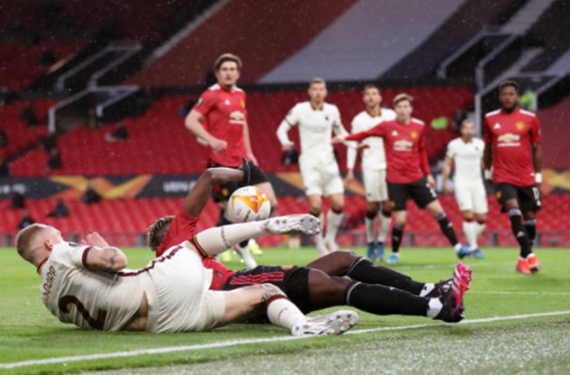 I need to practice to tackle without arms': Paul Pogba jokes he should NOT try and challenge at all - Bóng Đá